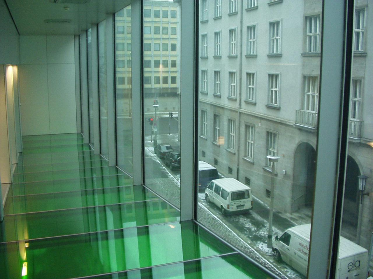 Trajekt. Rem K. Ambassade 2000